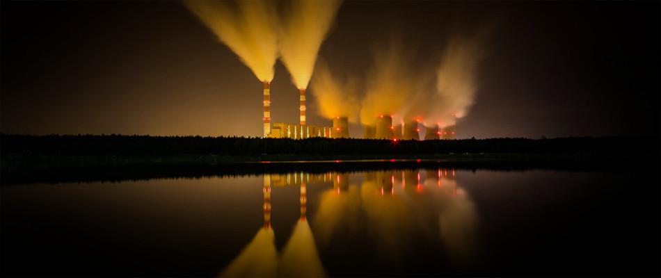 Fumées de centrale nucléaire © Artur Marciniec - Fotolia